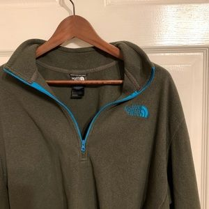 Cropped North Face Pullover